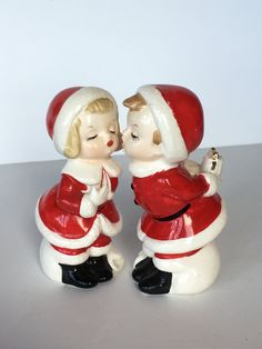 Vintage Santa Salt /& Pepper Shakers Ceramic Holiday Christmas Kitchen Decor Santa Claus 1940/'s 1950/'s Mid Century Figurines w Cork Stoppers