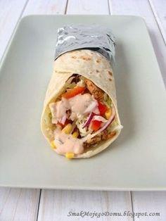 Domowa tortilla z warzywami i gyrosem z kurczaka