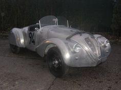 Lancia Aprilia - Luigi Villoresi gewann 1938 mit diesem Lancia Aprilia Zagato Spider bei der Mille Miglia seine Klasse und erreichte im Gesamtklassement den 14. Platz. Im September können Sie diesen herrlichen Rennwagen beim Roßfeldrennen bewundern.