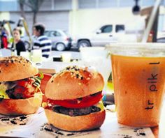 Domingo - El Universal – Revista semanal - Restaurantes sobre ruedas: ¡Persíguelos!