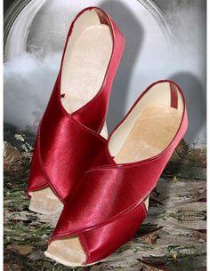Mesmerizing Red Mojari www.bharatplaza.com/new-arrivals/accessories.html