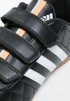 dc152d0c7686 11QUESTRA IN - Indendørs fodboldstøvler - core black white flash orange    Zalando.dk 🛒