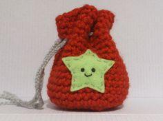 bourse sac rouge au crochet motif étoile verte