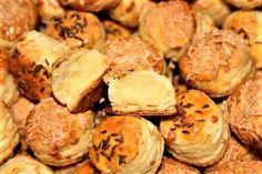 Prekladané pagáčiky s kyslou smotanou , Slané, recept   Naničmama.sk Muffin, Breakfast, Food, Hampers, Morning Coffee, Essen, Muffins, Meals, Cupcakes