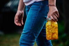 Choux-fleurs marinés de grand-maman Harvey – Savourer par Geneviève O'Gleman Voss Bottle, Water Bottle, Chou Rave, Pickles, Food, Saint Jean, Conservation, Ajouter, Vinaigrette