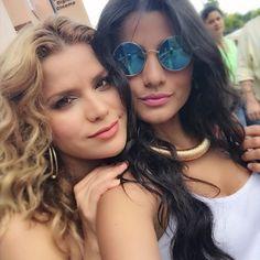 """""""Hace unas horas llegando a #expomujercordoba2015 #mujeresexitosasdecordoba2015 con mi hermana @adrianalucia_  Gracias @johannaelias por esta invitación…"""""""