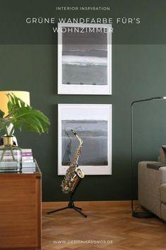 Unser neues Farbkonzept: dunkelgrüne Wandfarbe mit messingfarbenen und schwarzen Elementen #wohnen #einrichten #ideen #interior #design #wohnzimmer #livingroom #wandfarbe #grün #green #wallpaint House Design, Living Room, Mirror, Creative, Table, Furniture, Home Decor, Classic Dining Room, Small Condo