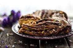 Clavel's Cook: Uma dissertação sobre a chegada do novo membro, acompanhada por uma coroa de chocolate, avelãs e amendoins