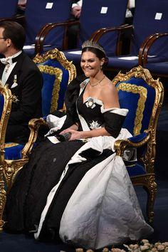 Swedish Royals attend the Nobel Prize Awards Ceremony 2019 at Concert Hall in Stockholm Princess Victoria Of Sweden, Crown Princess Victoria, Hollywood Fashion, Royal Fashion, Royal Family News, Princesa Victoria, Prix Nobel, Swedish Royalty, Casa Real