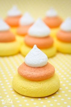 MBC: {Candy Corn Week} Candy Corn Meringues, printable, and round up! Don't taste like candy corn Halloween Baking, Halloween Desserts, Halloween Food For Party, Holiday Desserts, Holiday Baking, Holiday Treats, Halloween Treats, Just Desserts, Delicious Desserts