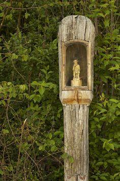 dsc_8578_nef Religious Icons, Religious Art, Marian Garden, Rock Garden Plants, Meditation Space, Arte Popular, Chapelle, St Francis, Blessed Mother