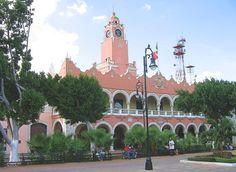 Mérida - Yucatan - México...saw this plaza beautifully decorated for Christmas.