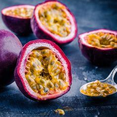 Tropical, sweet and healthy to eat – Passion Fruit will steal your heart! Don't … – fruits Dragon Fruit Smoothie, Fruit Smoothies, Exotic Fruit, Tropical Fruits, Green Papaya Salad, Passion Fruit Juice, Fruit Photography, Base Foods, Fruit Recipes