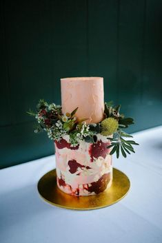I don't know about you, but we are seriously craving a peice of this tasty wedding cake from Julie and Jamie's intimate garden wedding. Outdoor Wedding Inspiration, Stylish Couple, Wedding Rentals, Beautiful Wedding Cakes, Arizona Wedding, Garden Wedding, Wedding Decorations, Peach, Tasty