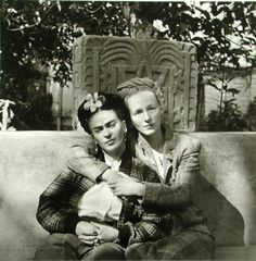 garconniere:  frida kahlo and emmy lou packard, photographed by diego rivera, 1941.