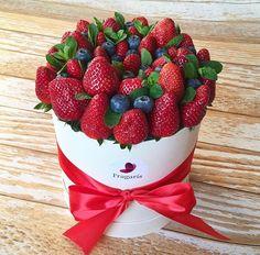 New fruit basket gift diy shops 55 Ideas Fruit Flower Basket, Fruit Box, Fruit Cups, New Fruit, Fruits Basket, Summer Fruit, Food Bouquet, Candy Bouquet, Fruit Party