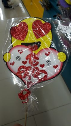 Paper Crafts, Diy Crafts, Crazy Love, Diy For Kids, Emoji, Cake Toppers, Origami, Christmas Bulbs, Valentines Day