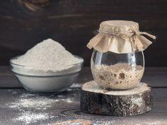 Surdeig: Slik lager du starter til surdeigsbrød Sourdough Recipes, Sourdough Bread, Bread Recipes, Corn Pancakes, Pain Au Levain, Types Of Flour, White Bread, Few Ingredients