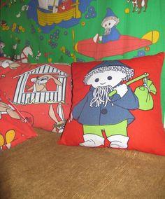 Nukkumatti- ja pupu-kankaasta tehdyt jutut, esim. lasten vaatteet, (koriste)tyynynpäälliset, kassit, pussilakanat. Kaikki värit käy. Pupukangas juuri tätä kangasta, mutta siis kaikissa väreissä. Valmiiksi ommeltuja juttuja, ei kangasta sellaisenaan.