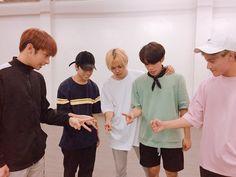 Korean Entertainment Companies, Boy Groups, Songs, Couple Photos, Music, Pinoy, Wallpaper, Artist, Amor