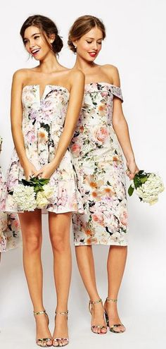 How about floral prints for the bridesmaids dresses? We love this trend!