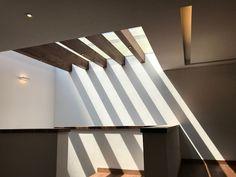 Domo: Escaleras de estilo por Revah Arqs Stairs To Heaven, Glass Roof, Ceiling Beams, Diy Garden Decor, Little Houses, Skylight, Bunker, Decoration, House Plans