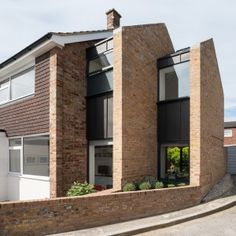 Architecture studio Selencky Parsons has extended a typical midcentury end-of-terrace house in southeast London by adding a pair of brick gables that diminish in size like Russian dolls Brick Facade, Facade House, Gable Wall, Architecture Résidentielle, Fashion Architecture, 1960s House, Council House, Corner House, London House