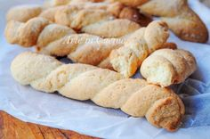 Biscotti da colazione intrecciati, zuccherati, ricetta facile, veloce, biscotti da merenda, profumati al limone, piacciono a grandi e bambini, morbidi, da inzuppare