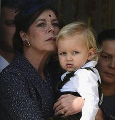 Carolina de Mónaco presume de nieto en el balcón de palacio | Revista Semana