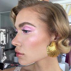 Makeup / baby pink glossy eyes and nude lips Glam Makeup, Makeup Inspo, Makeup Eyeshadow, Beauty Makeup, Hair Makeup, Hair Beauty, Pink Eyeshadow, Pink Makeup, Makeup Art