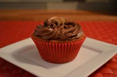 Vanilla-Agave Cupcakes with Chocolate Mesquite Frosting. Gluten-Free and Vegan! Healthy Cupcake Recipes, Healthy Cupcakes, Vegan Cupcakes, Vegan Cake, Delicious Vegan Recipes, Gluten Free Desserts, Vegan Desserts, Dessert Recipes, Vanilla Cupcakes