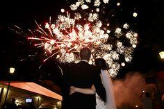 Pokazy fajerwerków jako jedna z atrakcji weselnych