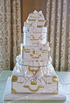 Elegant luggage cake is AMAZING. Wow, send the happy couple off on their honeymoon with this great cake! Gorgeous Cakes, Pretty Cakes, Cute Cakes, Amazing Cakes, Luggage Cake, Suitcase Cake, Unique Cakes, Elegant Cakes, Creative Cakes