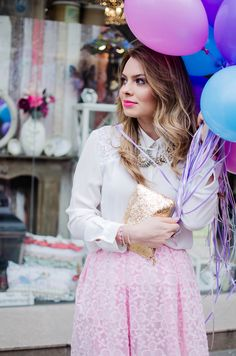 spring-outfit-pink-floral-embroidered-midi-skirt-white-shirt-baloons-feminine-pink-heels-pink-wish-oana-nutu (5)