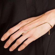 Non, le bracelet de cheville n'est pas ringard, la preuve !