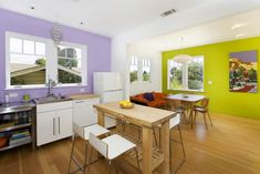 Los 12 colores que mejor combinan con el morado en decoración