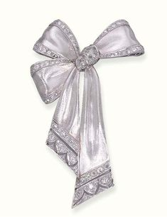 A DIAMOND-SET RIBBON BOW BROOCH - The brushed white bow, with old mine-cut diamond trim, gathered by old European-cut diamonds, to the pierced terminals, circa 1928 Bijoux Art Deco, Art Deco Jewelry, Modern Jewelry, Fine Jewelry, Jewelry Design, Jewelry Crafts, Diamond Brooch, Art Deco Diamond, Antique Jewelry