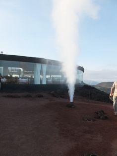 Lanzarote: künstlich erzeugte Geysire im Nationalpark Timanfaya