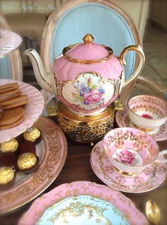 glitzalicious ♥s ♥s ♥s ♥s this pin of a Pink Sadler teapot https://www.facebook.com/HelensRoyalTeaHouse http://www.etsy.com/shop/HelensRoyalTeaHouse