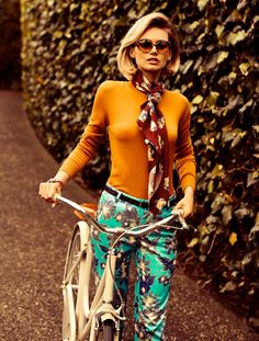 Glam - Functional and able Women's Bike Clothes Iva Jean fashion women's - Fashion 70s Mode, Retro Mode, Vintage Mode, Vintage Style, Vintage Ideas, Retro Chic, Vintage 70s, Unique Vintage, Cycle Chic