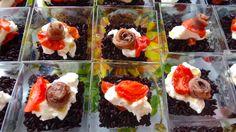 Riso venere con mozzarella burrata, pomodorini confit e acciughe  #risovenere #burrata #confit #lacciuganelbosco #fingerfood #acciughe