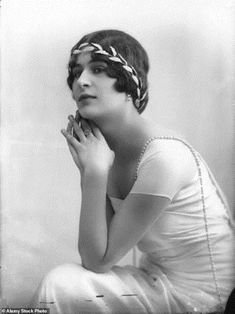Princess Balasha (sometimes known as Marie Blanche?) Cantacuzene (d.sometime after - Romanian Phanariote artist? Educated in England and France. Romanian princess, beloved of Patrick Leigh Fermor in the Photo by Bassano Vintage Bridal, Vintage Glamour, Vintage Beauty, Vintage Fashion, Patrick Leigh Fermor, Diana Cooper, Marie Prevost, Art Deco Hair, Victorian London