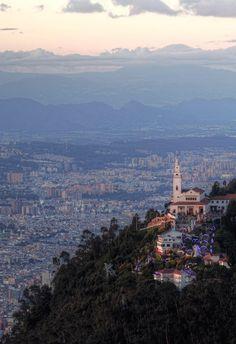 Cerro de Monserrate, en la ciudad de Bogotá. (Espectacular)