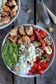 10 in Healthy Lunch Bowls California Chicken, Veggie, Avocado & Rice Bowls Clean Eating Recipes, Healthy Eating, Cooking Recipes, Healthy Lunches, Cooking Tips, Healthy Food, Clean Lunches, Dessert Healthy, Cooking Stuff