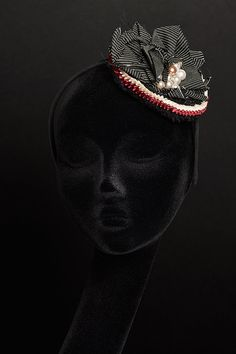 PINSTRIPE FASCINATOR with Pearls and Pleated Satin di RUPHUS