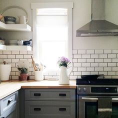 Just doing a little day dreaming here about my next kitchen... can't help but thinking I didn't take quite as many pictures as I should have in my old kitchen ☺️. I sure do miss that light streaming through in the mornings and that's what I hold on to as I'm surrounded by boxes . #somanyboxes #williteverend