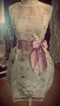 Weddbook is a content discovery engine mostly specialized on wedding concept. You can collect images, videos or articles you discovered  organize them, add your own ideas to your collections and share with other people | MIS SECRETOS DE BODA: Vestidos para un Bautizo By Papalagi (Granada).