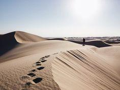 Distant silhouettes - Empty horizons