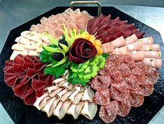 Meat Trays, Meat Platter, Antipasto Platter, Food Trays, Appetizer Recipes, Appetizers, Party Food Platters, Party Trays, Food Garnishes