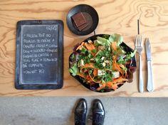 Bento du 02/05/2016 : Salade tout bio : feuilles de chêne + carottes crues + coriandre + semoule de blé complet + tolu fumé + noisettes-amandes-graines de courge - Chocolat 70%
